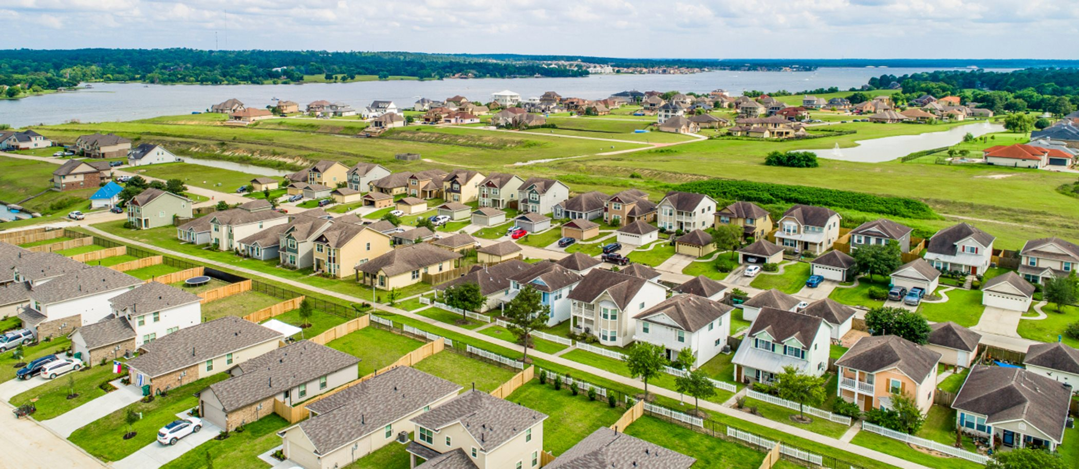 Lake Breeze - Colonial Aerial View
