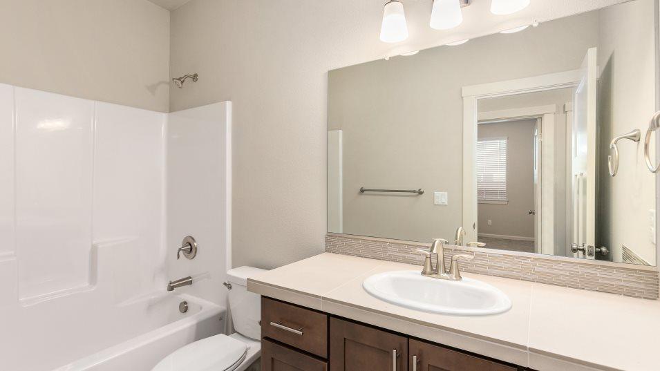 Laurel Woods Trenton Bathroom 2